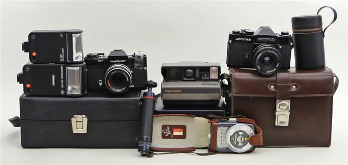 Konvolut Fotoapparate und Zubehör: